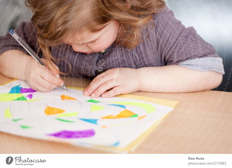 Human being Child Girl Leaf Colour Playing Line Infancy Leisure and hobbies Sit Table Happiness Paper Cute Soft Stop