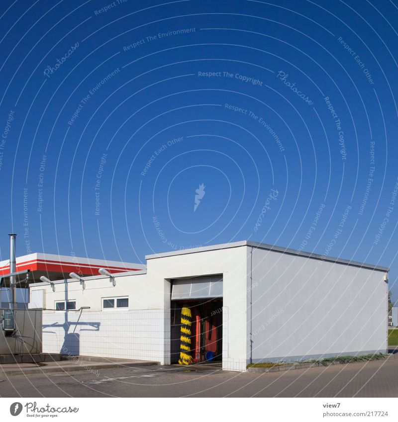 petrol station Workplace Trade Sky Cloudless sky House (Residential Structure) Industrial plant Wall (barrier) Wall (building) Facade Street Stone Concrete