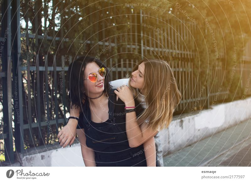 friends love Lifestyle Joy Vacation & Travel Tourism Trip Human being Feminine Young woman Youth (Young adults) Friendship 13 - 18 years 18 - 30 years Adults