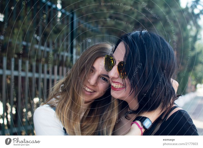 friends having fun Human being Youth (Young adults) Young woman Joy Lifestyle Funny Love Natural Feminine Laughter Family & Relations Exceptional