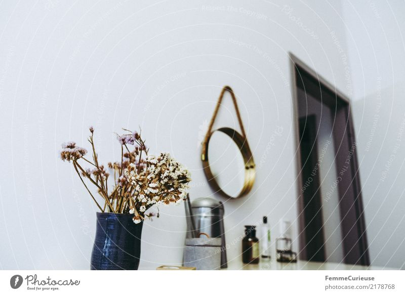 Home_13 Lifestyle Style Design Living or residing Bedroom Mirror Flower Bouquet Dried Dried flower Watering can Decoration Cosmetics Fragrance Perfume Tasty