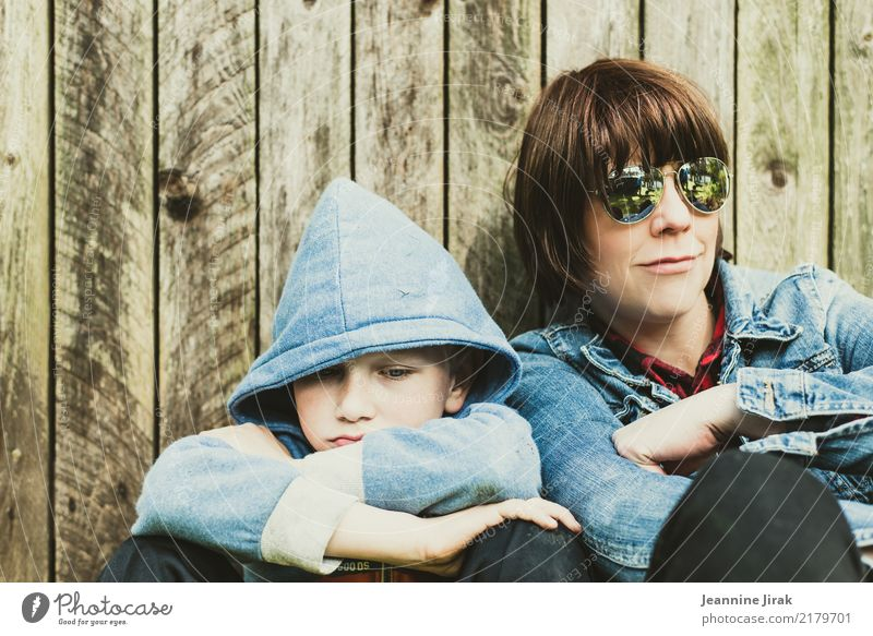 Boy, boy Leisure and hobbies Garden Parenting Schoolchild Boy (child) Parents Adults Mother Family & Relations Infancy Life 2 Human being Sunglasses