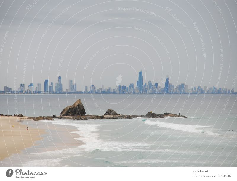 Gold Coast Far-off places Town Sky Bad weather Ocean Pacific Ocean Pacific beach Queensland Skyline High-rise Hideous Modern Gloomy Moody Horizon Inspiration
