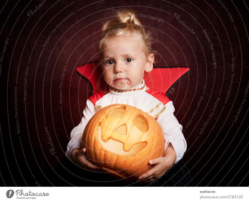 baby on halloween Lifestyle Joy Entertainment Party Event Feasts & Celebrations Carnival Hallowe'en Human being Feminine Baby Girl Infancy 1 0 - 12 months