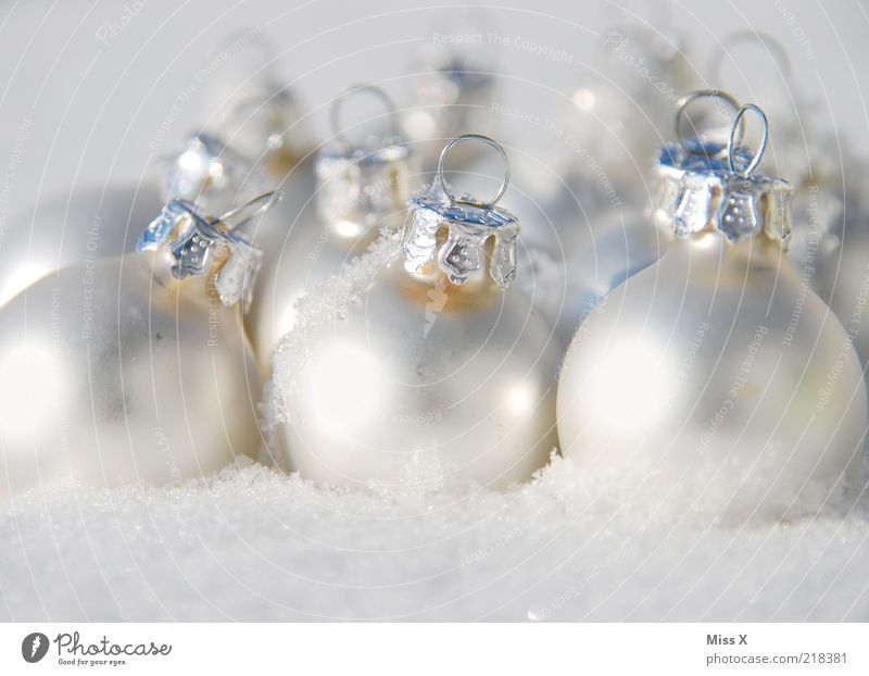 Christmas & Advent White Winter Cold Snow Ice Glittering Frost Round Decoration Sphere Silver Glitter Ball Feasts & Celebrations Checkmark