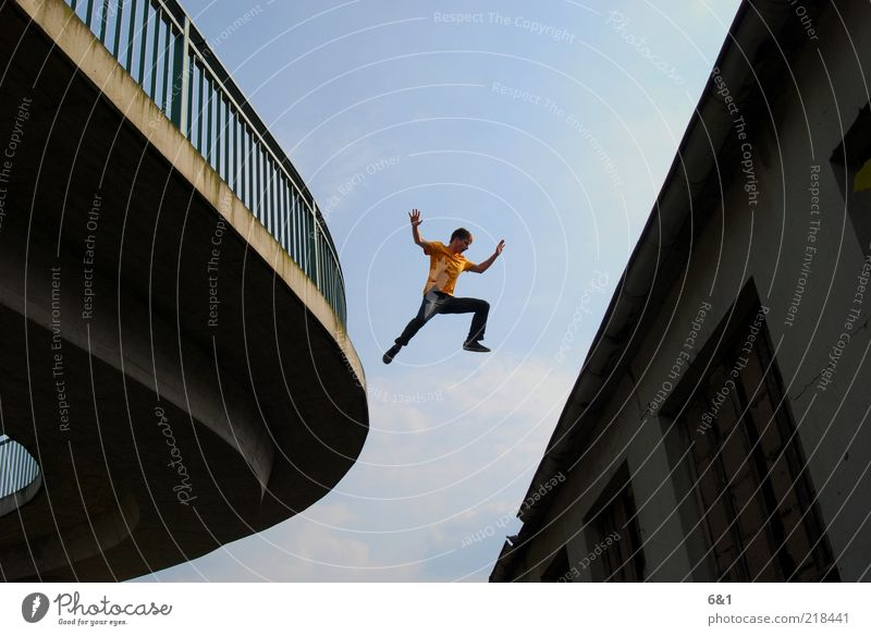 jump Leisure and hobbies Sports Sportsperson Parkour Human being Masculine Young man Youth (Young adults) Man Adults 1 House (Residential Structure) Roof Flying