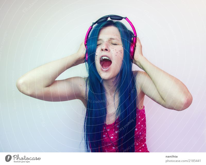 Young woman screaming while she's listening to music Lifestyle Style Joy Beautiful Body Hair and hairstyles Make-up Entertainment Party Music Disc jockey