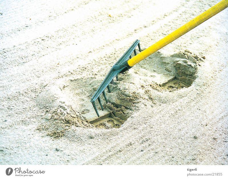Please repair Rake Sand Dugout Golf