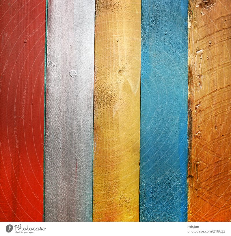 Wooden Vertical Rainbow Colour Wooden board Wooden fence Material Fence Wall (building) 5 Red White Yellow Blue Brown Gray Prismatic colors Line Parallel Direct
