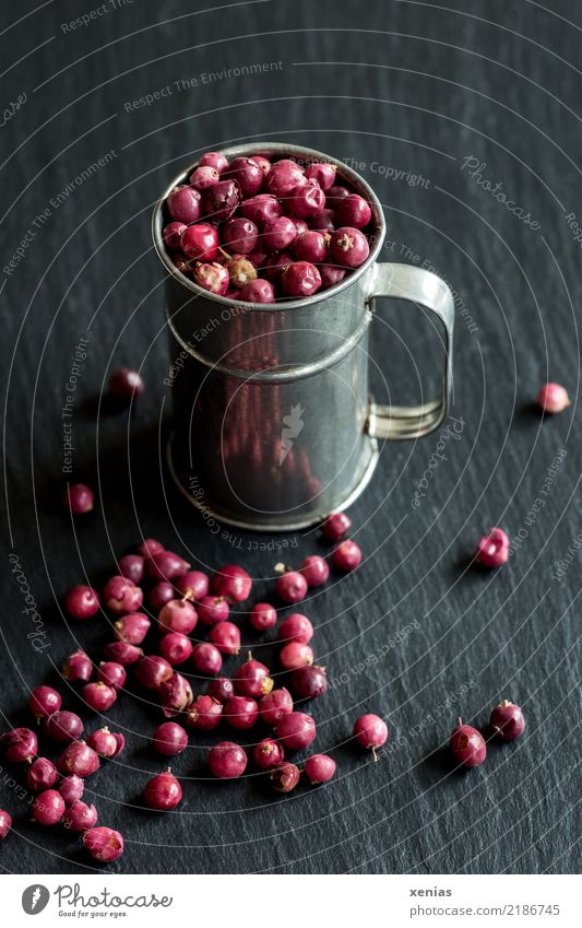 pink berries Herbs and spices Peppercorn Berries Nutrition Mug measuring jug Pink Red Black Silver Slate sine-currant Mild Christmas berry Spicy pepper flavour