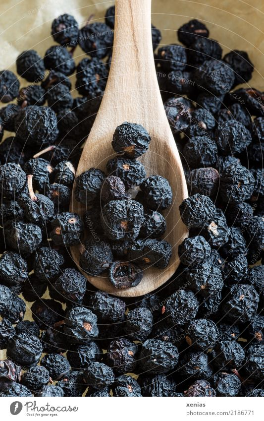 Tasmanian mountain pepper Food Herbs and spices Pepper Peppercorn Tasmannia lanceolata Nutrition Organic produce Spoon Delicious Brown Black Fruity sweet Tangy