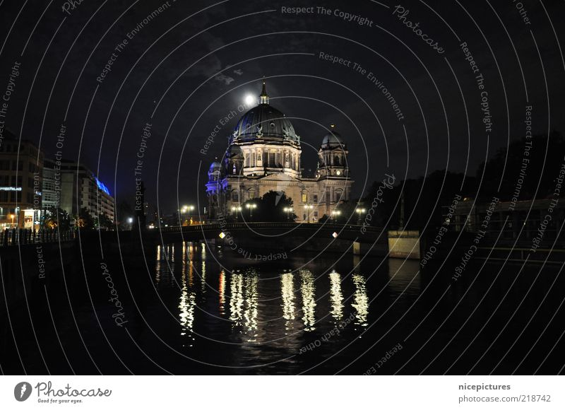 Water Black Dark Building Esthetic River Authentic Night sky Monument Moon Manmade structures Beautiful weather Dome Downtown Berlin Illumination