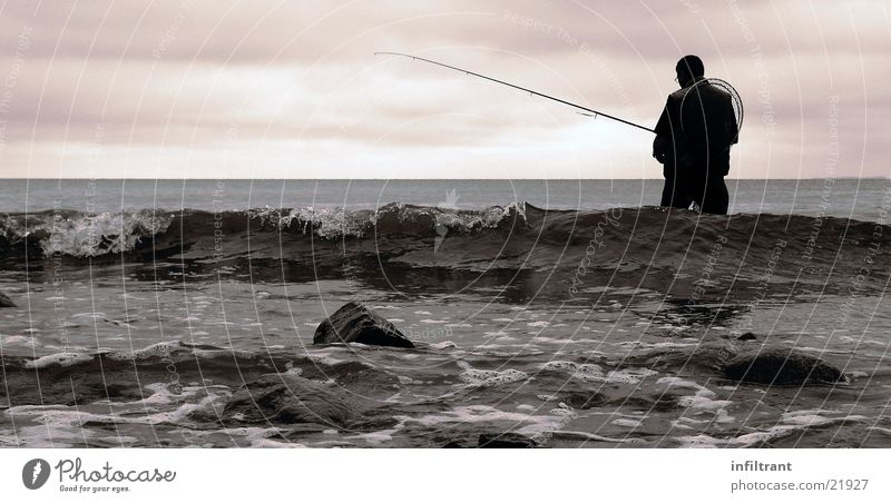 Man Water Sky Ocean Clouds Waves Coast Leisure and hobbies Baltic Sea Fishing (Angle) Fishing rod