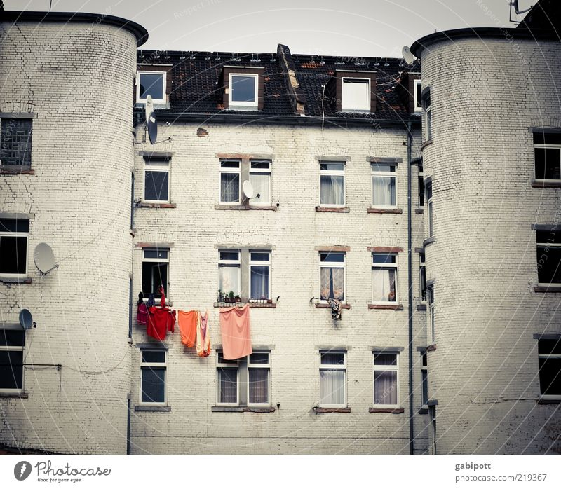 everyday colours Mannheim House (Residential Structure) Facade Window White Town Decline Town house (City: Block of flats) Backyard Clothesline Satellite dish