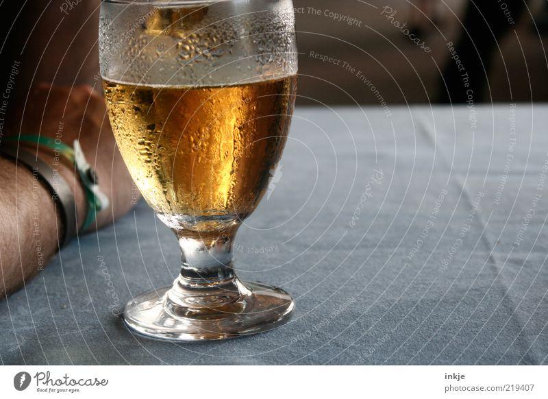 *zischhhhhhhhh* Nutrition Refreshment Beverage Alcoholic drinks Beer Glass Regulars Closing time Summer Drop Condensation Vice Thirst Alcoholism Underarm