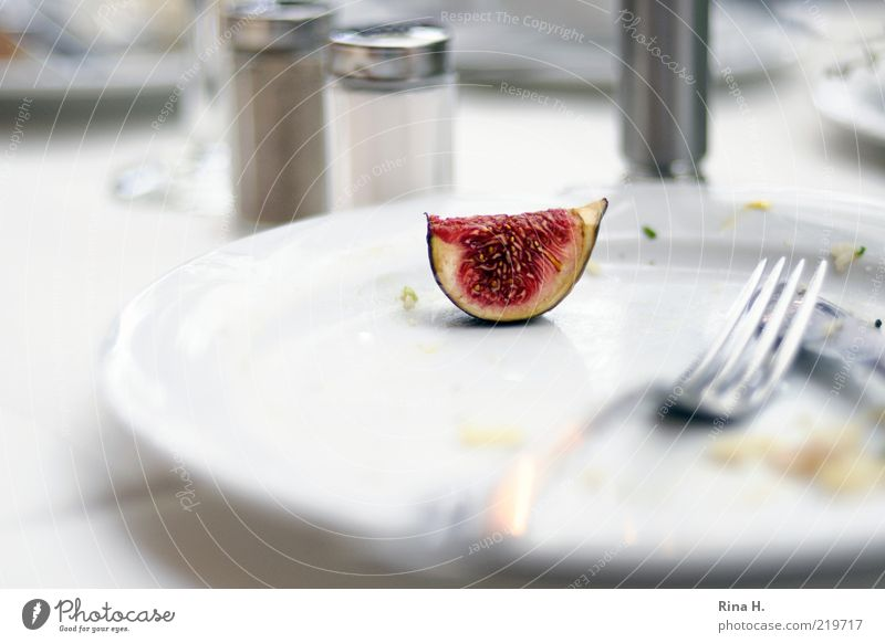 White Red Bright Contentment Fruit Fresh Nutrition Delicious Plate Remainder Cutlery Fork Vegetarian diet Full Fig Rejected