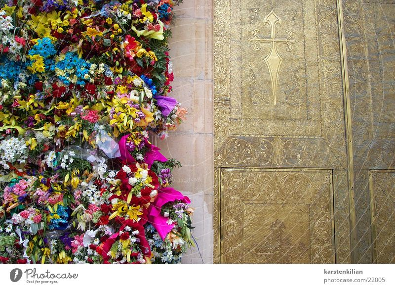 Gate of flowers Flower Prayer Remember Bouquet Catholicism Tradition Leisure and hobbies Religion and faith Feasts & Celebrations