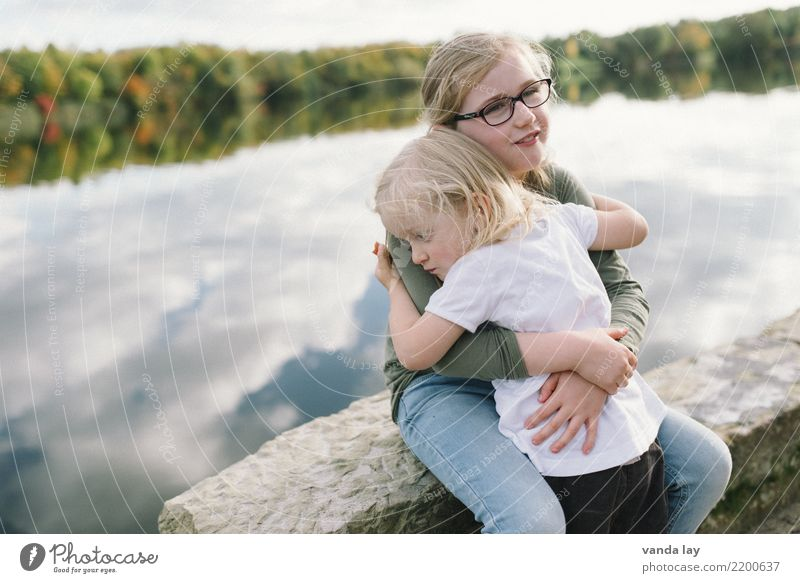 sib Autumn Parenting Kindergarten Child Human being Toddler Girl Brothers and sisters Sister Family & Relations Infancy 2 Group of children 1 - 3 years