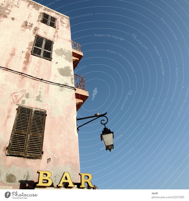 Blue House (Residential Structure) Wall (building) Wall (barrier) Signs and labeling Drinking Gastronomy France Village Lantern Wine Beer Bar Alcoholic drinks