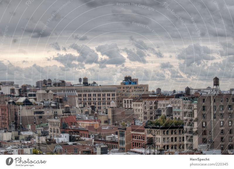 City Clouds Gray Moody Brown Roof Skyline Quarter New York City Manhattan HDR Light Overview Clouds in the sky Cistern
