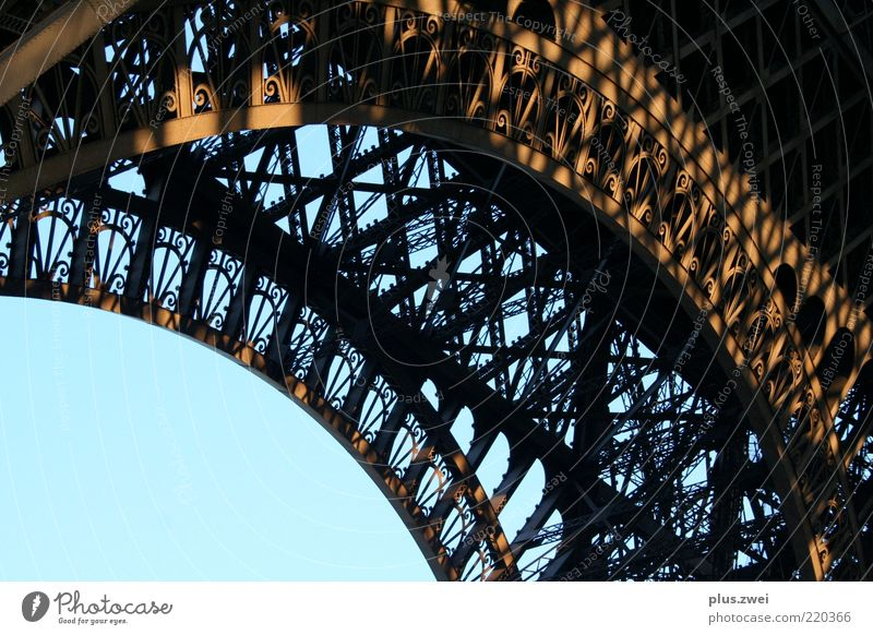 la tour eiffel Tower Tourist Attraction Eiffel Tower Famousness Beautiful Esthetic Exterior shot Structures and shapes Deserted Day Section of image Detail