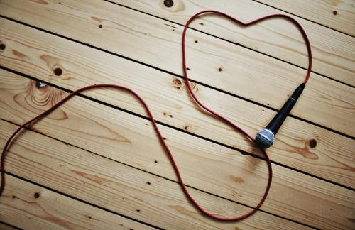 love music Music Feasts & Celebrations Cable Entertainment electronics Microphone Microphone lead Floorboards Wood Brown Red Black Silver Heart-shaped
