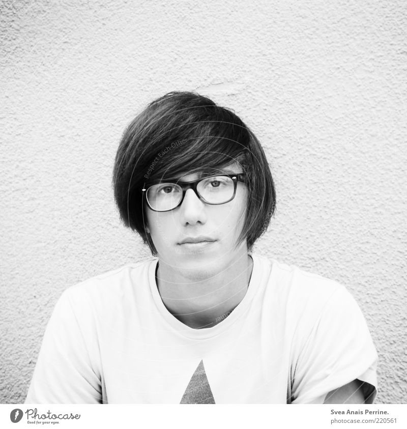 white. Lifestyle Hair and hairstyles Masculine Face Lips 1 Human being Wall (barrier) Wall (building) Eyeglasses Think Cool (slang) Hip & trendy Beautiful