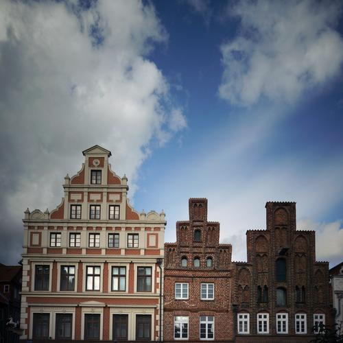 hierarchy Sky Clouds Luneburg Town Downtown Old town Skyline Populated House (Residential Structure) Marketplace Manmade structures Building Wall (barrier)