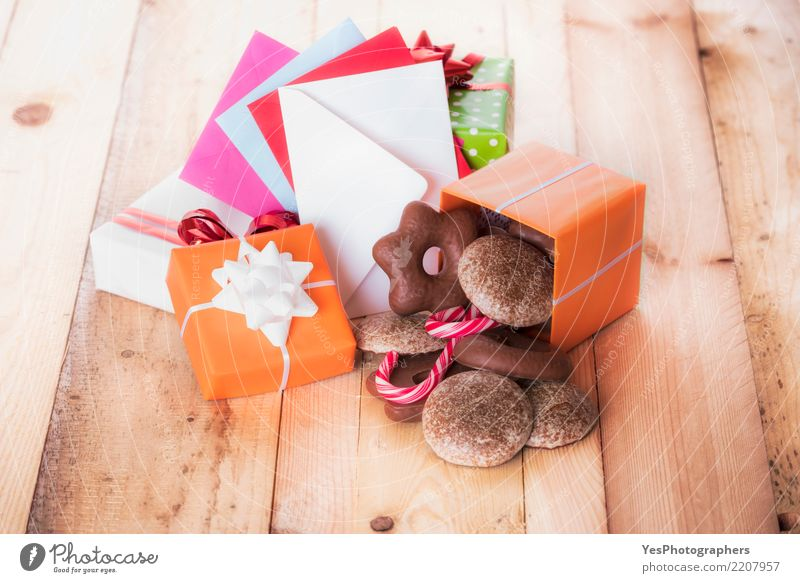 Gifts and envelopes on wooden table Decoration Feasts & Celebrations Christmas & Advent Family & Relations Ornament Happiness Uniqueness Tradition