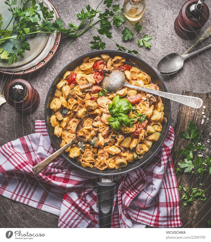 Tortellini with creamy vegetable sauce Food Vegetable Herbs and spices Nutrition Lunch Dinner Organic produce Vegetarian diet Diet Italian Food Crockery Plate