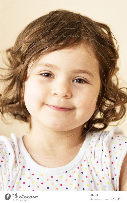 arya Human being Feminine Girl Sister 1 3 - 8 years Child Infancy Brunette Long-haired Curl Smiling Looking Illuminate Healthy Happy Beautiful Natural Brown