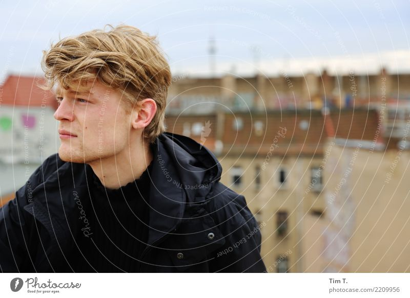 doughnut Human being Masculine Young man Youth (Young adults) Head 1 18 - 30 years Adults Berlin Prenzlauer Berg Town Capital city Downtown Old town Skyline