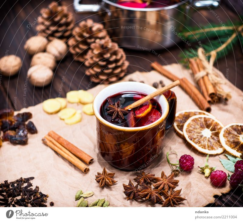 alcoholic mulled wine Dish Wood Brown Above Retro Paper Herbs and spices Beverage Hot Alcoholic drinks Sugar Pot Festive Rustic Ingredients Raspberry