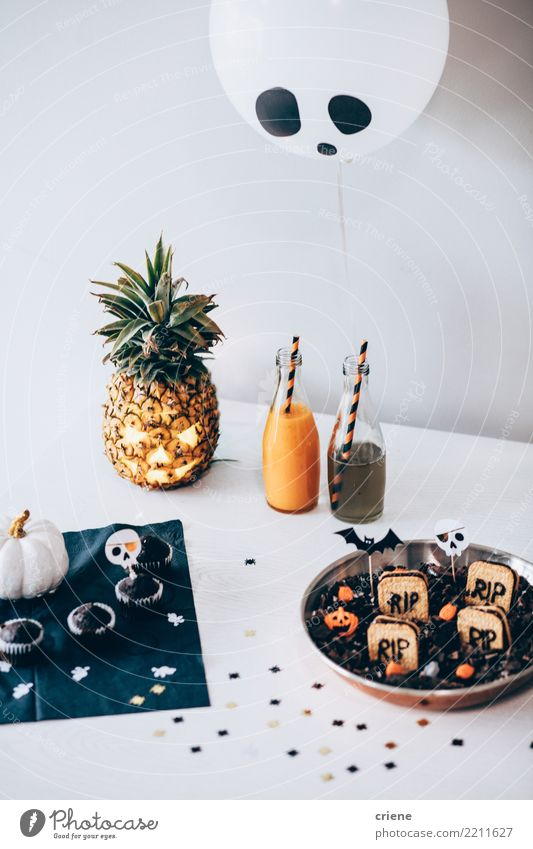 Close up of Halloween Party drinks and decoration Bottle Joy Happy Decoration Table Eating Drinking Feasts & Celebrations Thanksgiving Hallowe'en Autumn
