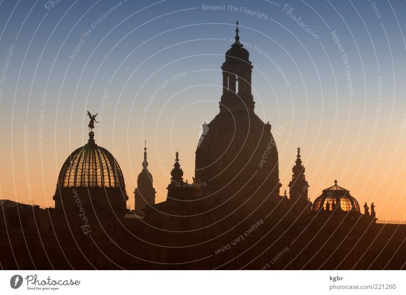 thresh Sky Cloudless sky Sunrise Sunset Dresden Town Church Manmade structures Building Architecture Frauenkirche Domed roof Colour photo Exterior shot Deserted