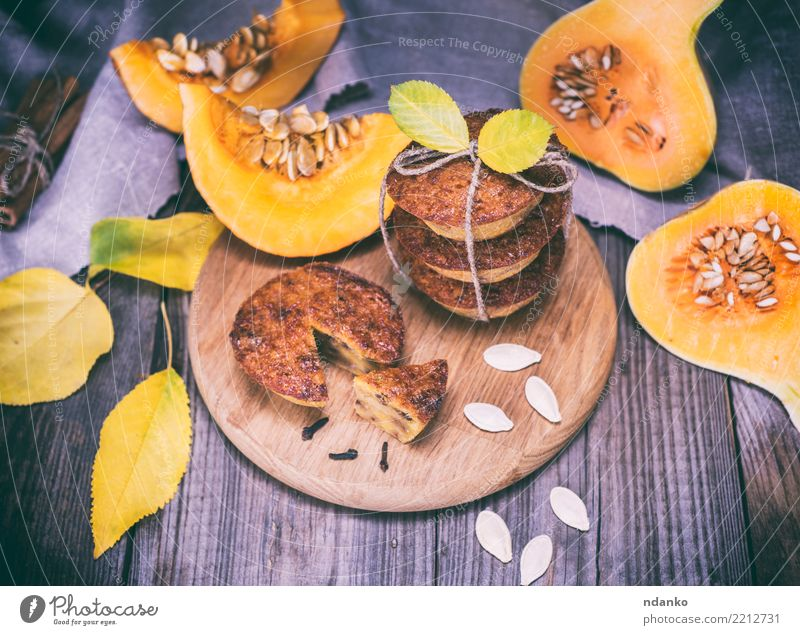 cooked cupcakes of pumpkin Leaf Eating Autumn Wood Fresh Table Kitchen Vegetable Candy Hot Breakfast Tradition Dessert Bread Baked goods Meal