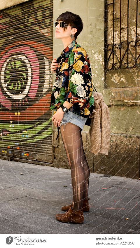 Youth (Young adults) Adults Feminine Wall (building) Graffiti Fashion Elegant Facade Exceptional Stand Cool (slang) Uniqueness Observe 18 - 30 years Thin