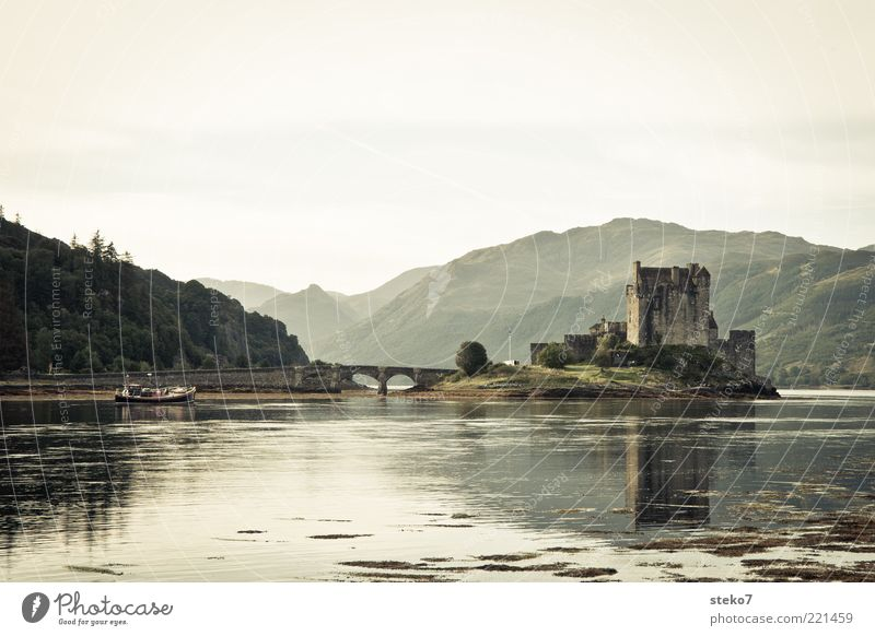 homedelivery Mountain Lakeside Island Tourist Attraction Bridge Fishing boat Idyll Calm Scotland Medieval times Highlands Eilean Donan castle Subdued colour