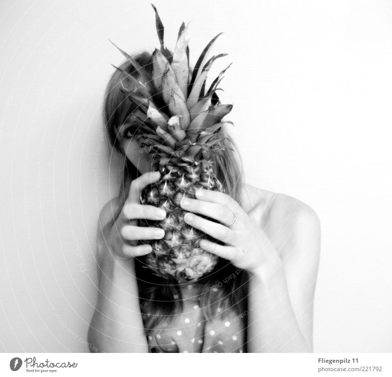 Do you see me? Feminine Young woman Youth (Young adults) Head Hair and hairstyles 1 Human being Cloth Touch Beautiful Thorny Watchfulness Pineapple