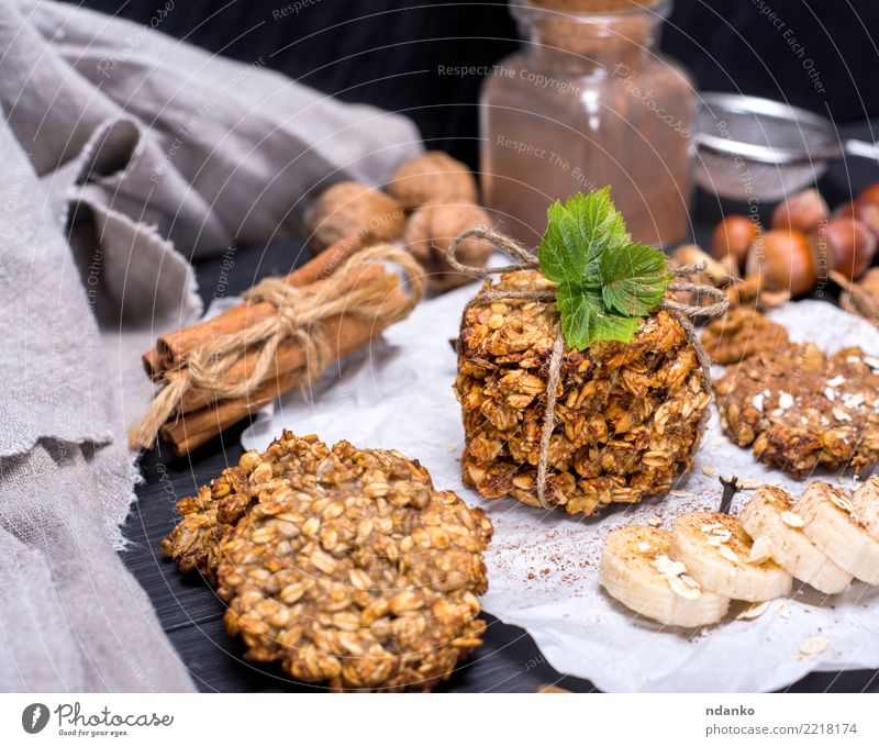 round cookies made from oat flakes White Eating Natural Wood Brown Nutrition Table Energy Delicious Candy Breakfast Tradition Dessert Baked goods Cooking Meal