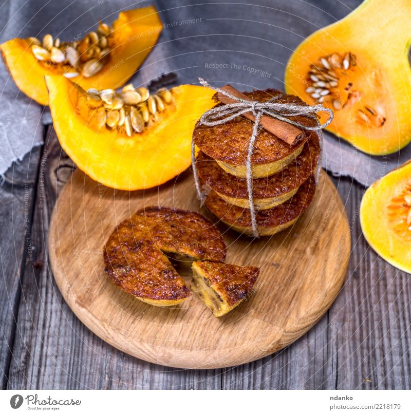 pumpkin muffins on a wooden board Vegetable Bread Dessert Breakfast Table Wood Eating Fresh Hot Gray Orange Tradition Cupcake Meal Slice Snack Home-made Gourmet