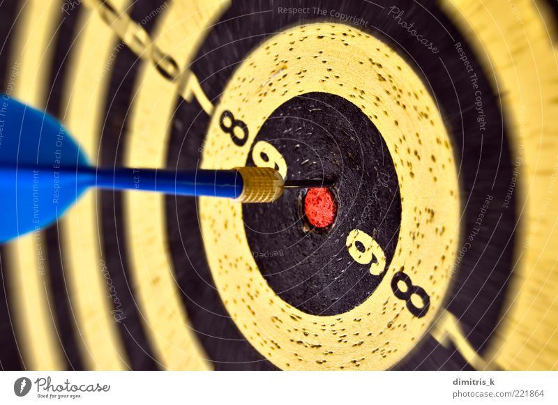 arrow and target Playing Darts Sports Success Old Blue Yellow Black Accuracy Competition Dartboard Numbers wood Consistency Hole Earth hole Background picture