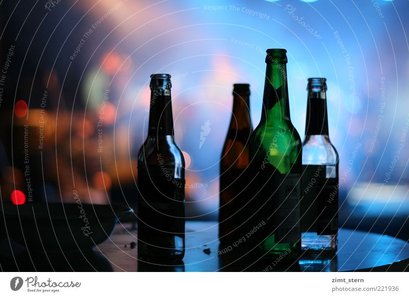Bottle light or also Flashlight Beverage Beer Night life Club Disco Feasts & Celebrations Closing time Event Blue Multicoloured Green Red Alcoholism Frustration