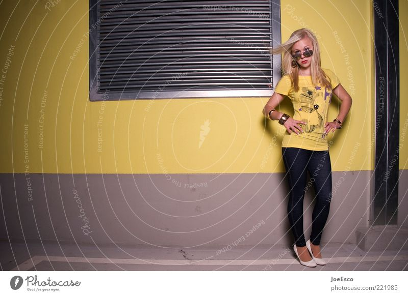 Woman Youth (Young adults) Beautiful Joy Life Feminine Fashion Blonde Adults Lifestyle Fresh Cool (slang) T-shirt Stand Posture