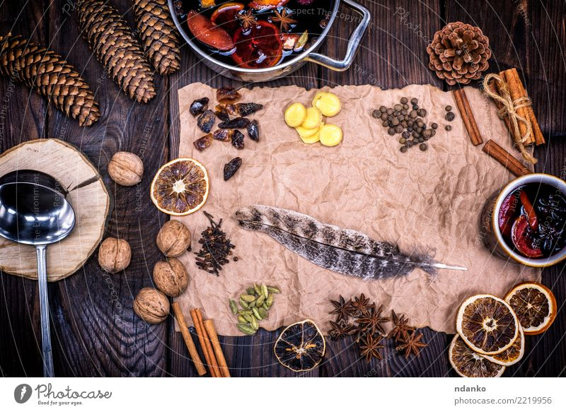 Mulled wine and ingredients Dish Wood Brown Above Fruit Retro Feather Paper Herbs and spices Beverage Hot Alcoholic drinks Sugar Pot Festive Rustic