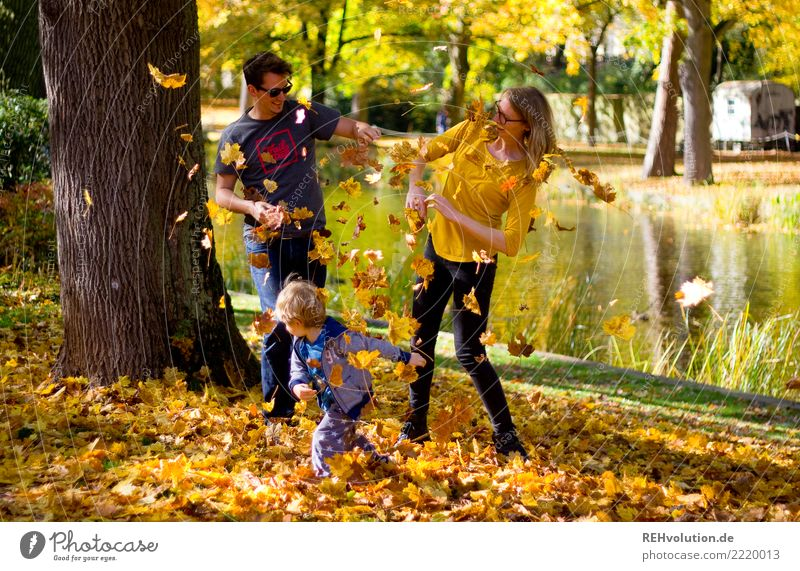 foliage battle Human being Masculine Feminine Child Boy (child) Family & Relations Couple 3 1 - 3 years Toddler 18 - 30 years Youth (Young adults) Adults