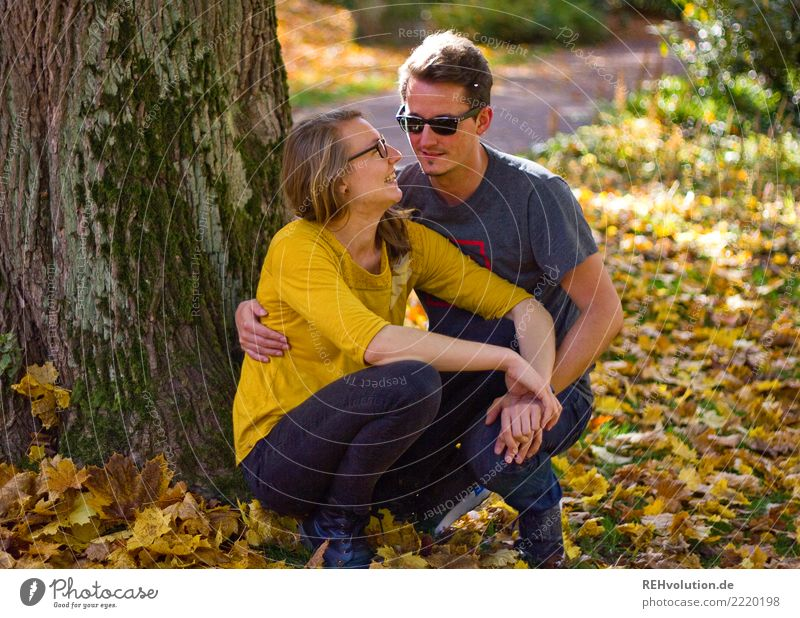 Couples in autumn Lifestyle Joy Happy Leisure and hobbies Human being Masculine Feminine Woman Adults Man Partner 2 18 - 30 years Youth (Young adults)