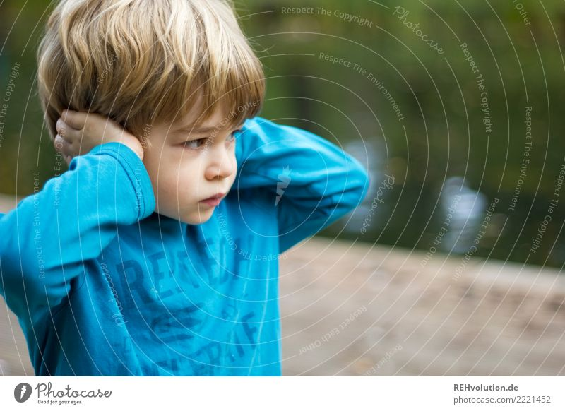 child covers his ears Human being Child Boy (child) Infancy 1 3 - 8 years Environment Nature Sweater Blonde To hold on Listening Aggression Authentic Brash