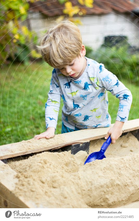 child at the sand play table Leisure and hobbies Playing Garden Human being Feminine Child Boy (child) Family & Relations Infancy 1 3 - 8 years Playground Sand