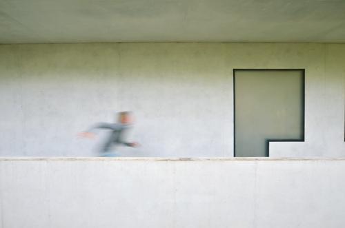 born to run Human being Child Boy (child) Infancy Life 1 8 - 13 years Architecture Wall (barrier) Wall (building) Facade Window Running Bauhaus Concrete Modern